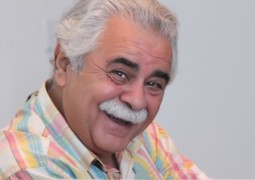 بازیگری که این روزها در خیابانهای تهران دستفروشی میکند